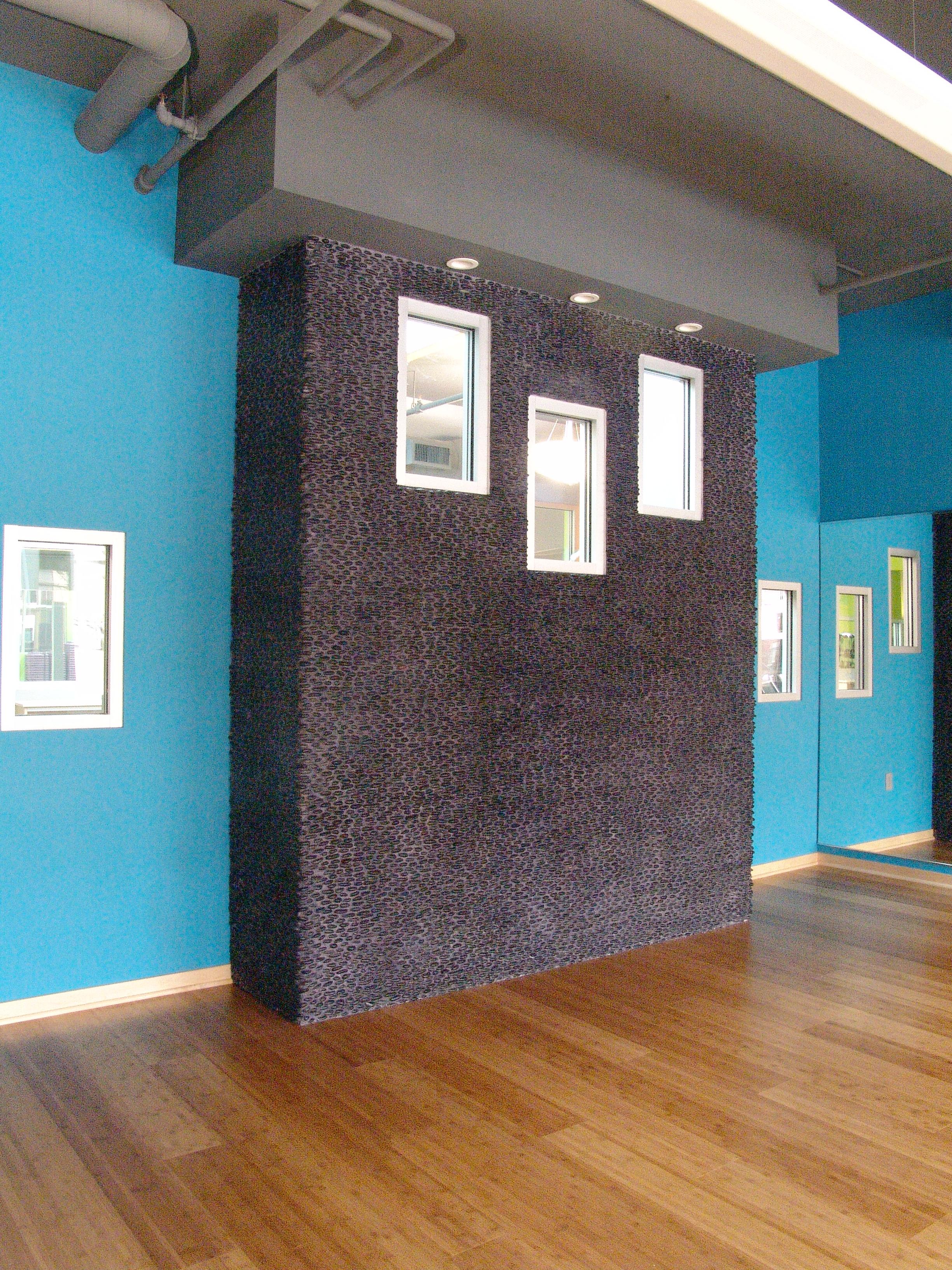 008-stacked pebble wall in yoga room_3912.JPG