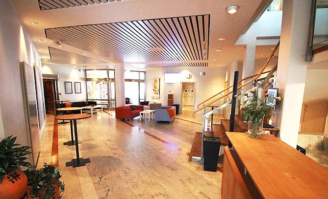 Foajén är det perfekta komplementet till våra konferenslokaler Arnö och Alvikssalen.