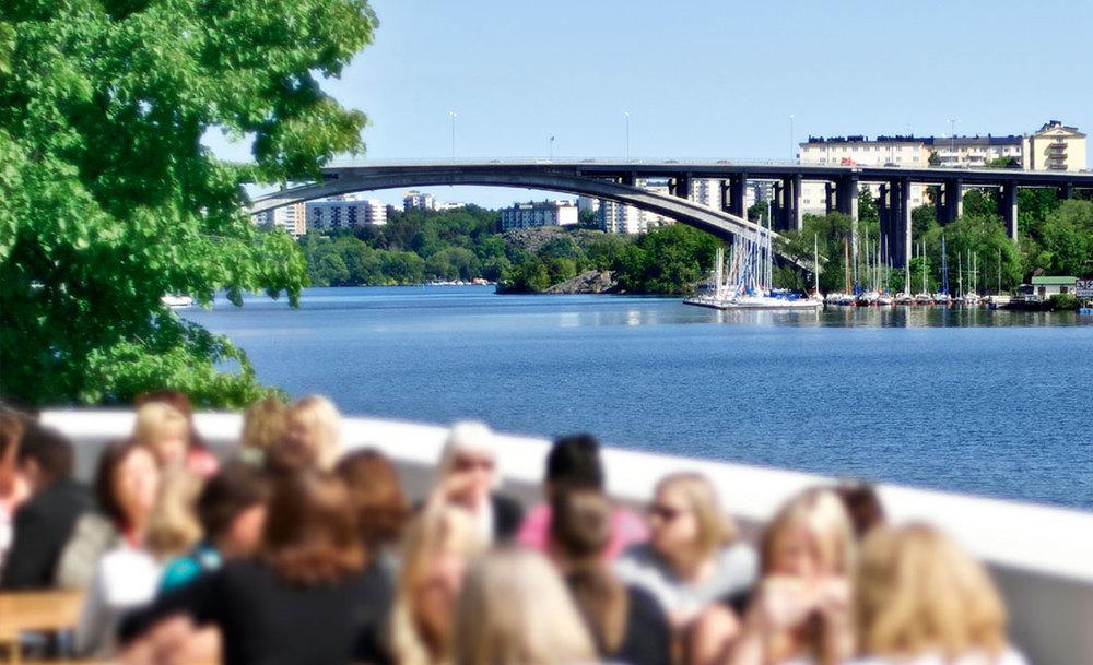 Essinge konferenscenter ligger på vackra Stora Essingen vid Mälarens strand, ett stenkast från Stockholms city