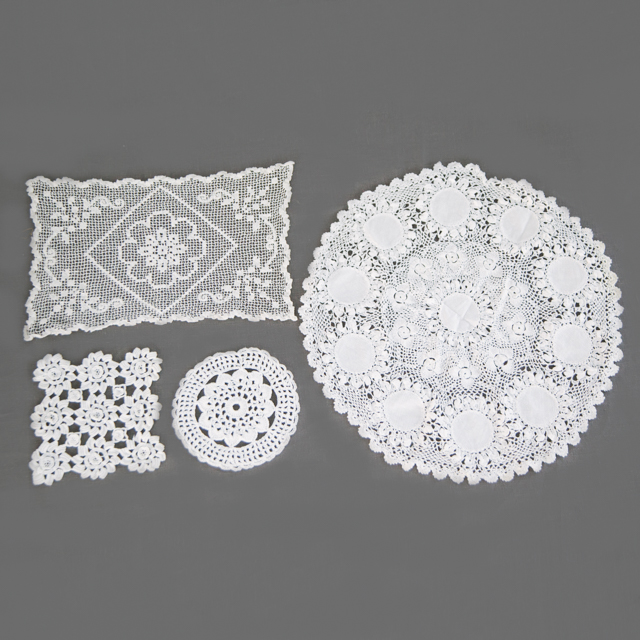 LACE - TABLE CENTRES & DOILIES - CREAM & WHITE - small, medium, large & x-large