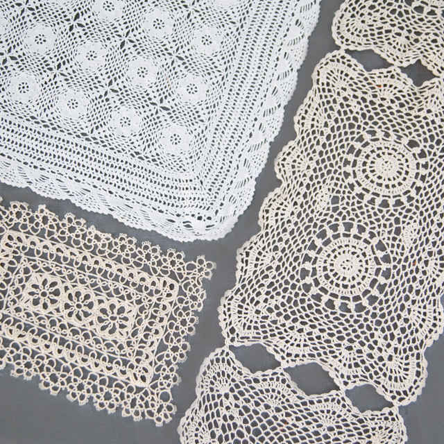 LACE - TABLECLOTHS, RUNNERS & SQUARES - CREAM & WHITE - medium, large & x-large