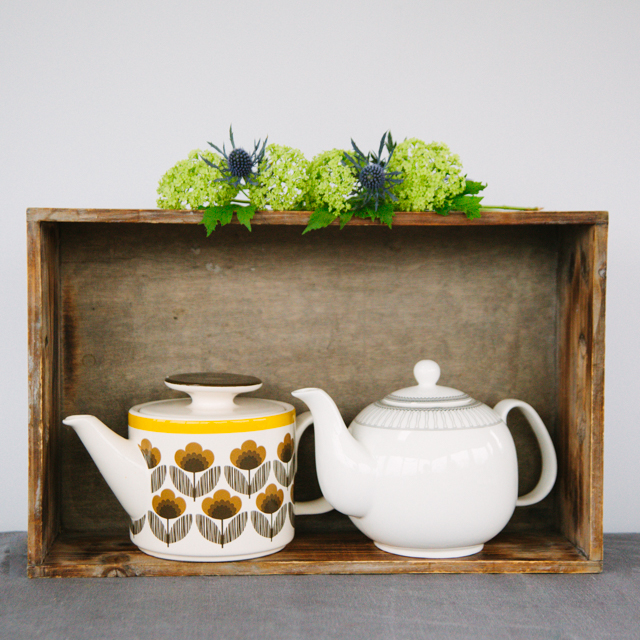 TEAPOTS & COFFEE POTS - BROWN FLOWER WITH YELLOW RIM TEAPOT - medium     WHITE WITH GOLD DETAIL TEAPOT - large