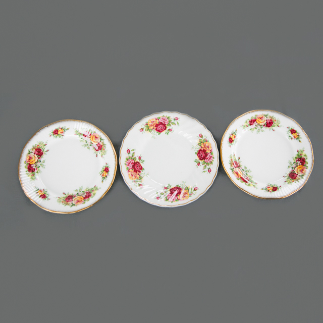 CAKE PLATES & BOWLS - PINK, YELLOW AND RED FLOWER CAKE PLATE - small