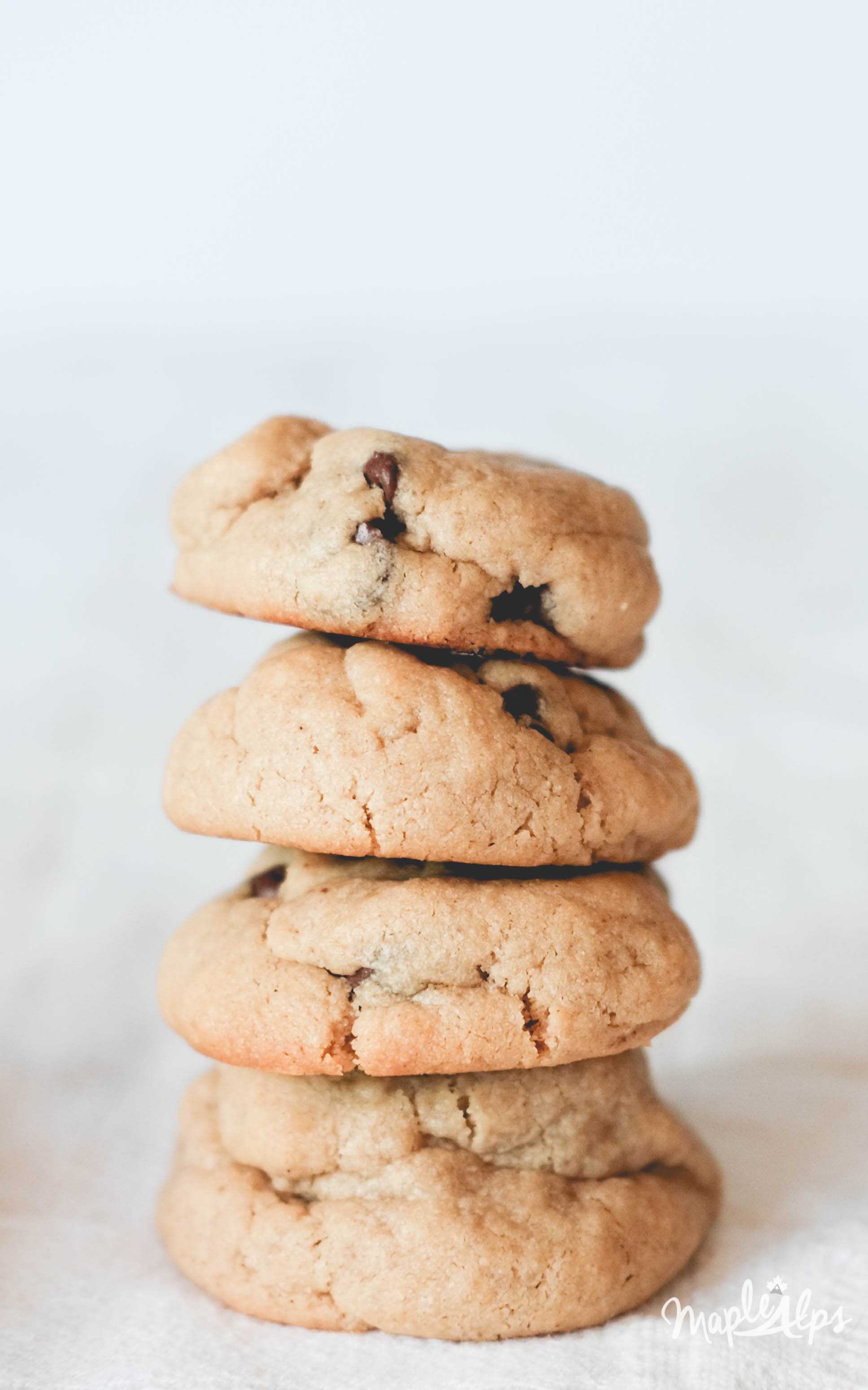 Seriously delcious Peanut Butter Chocolate Chip Cookies - #Vegan and #GlutenFree?! Yes please!! | www.maplealps.com