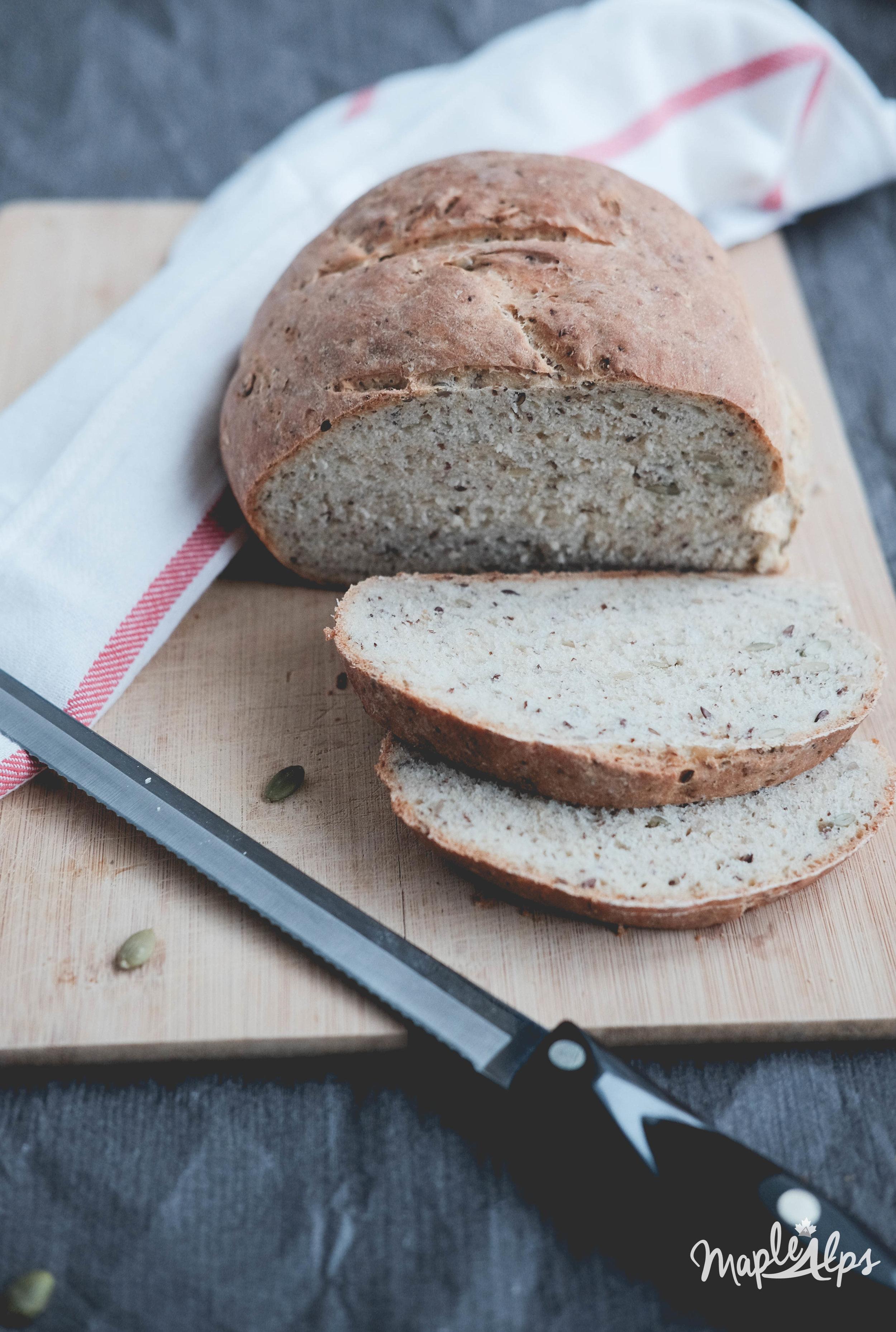 Easy Seedy Bread (vegan) | www.maplealps.com