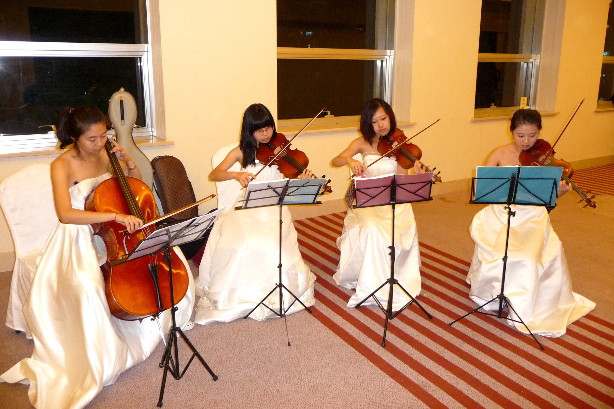 P1030185 Pre-banquet musical interlude.JPG