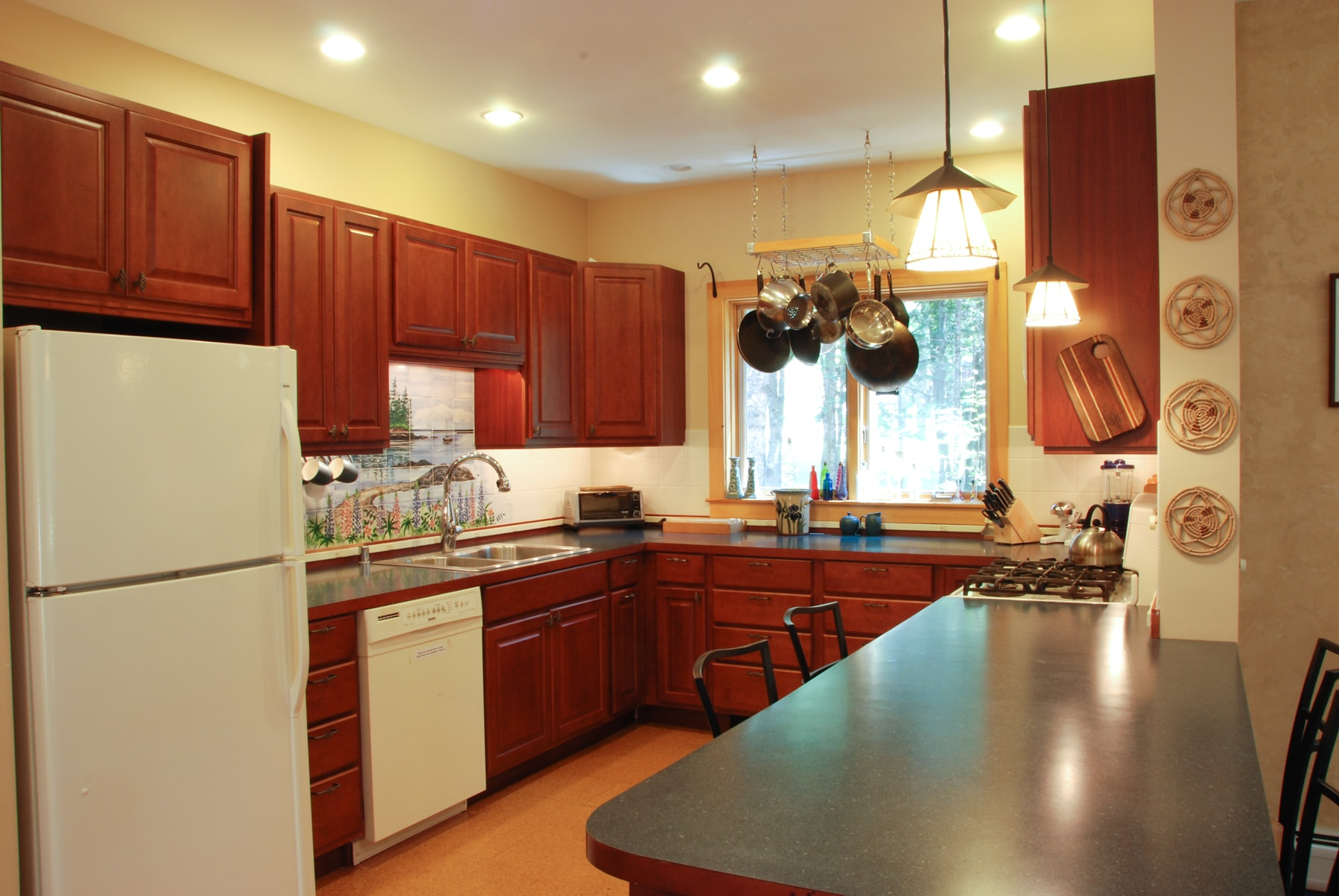 Large fully equipped kitchen with all the extras to feed your group.