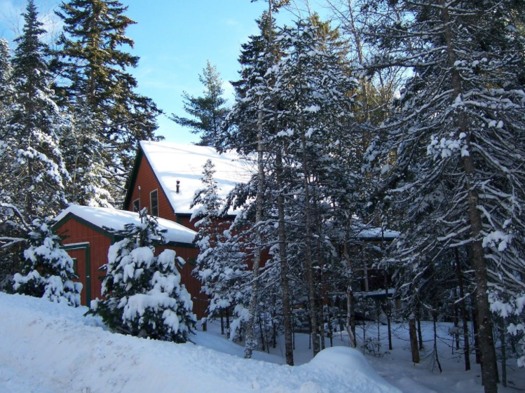Located in a quiet, wooded area near Acadia National Park