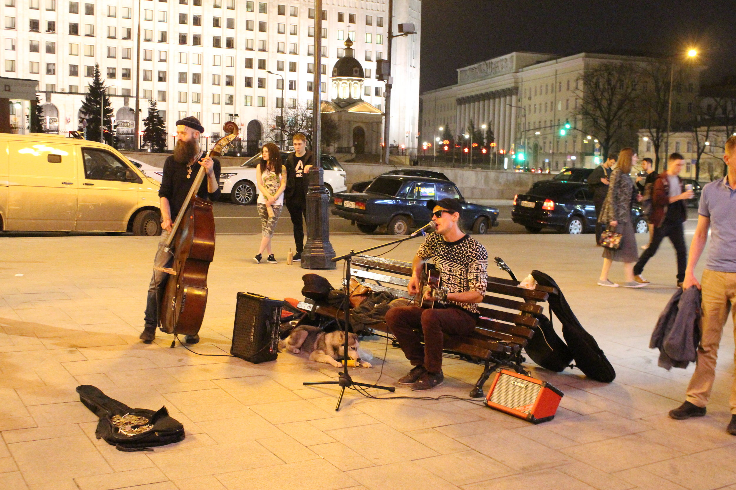 A typical busker image on the Arbat