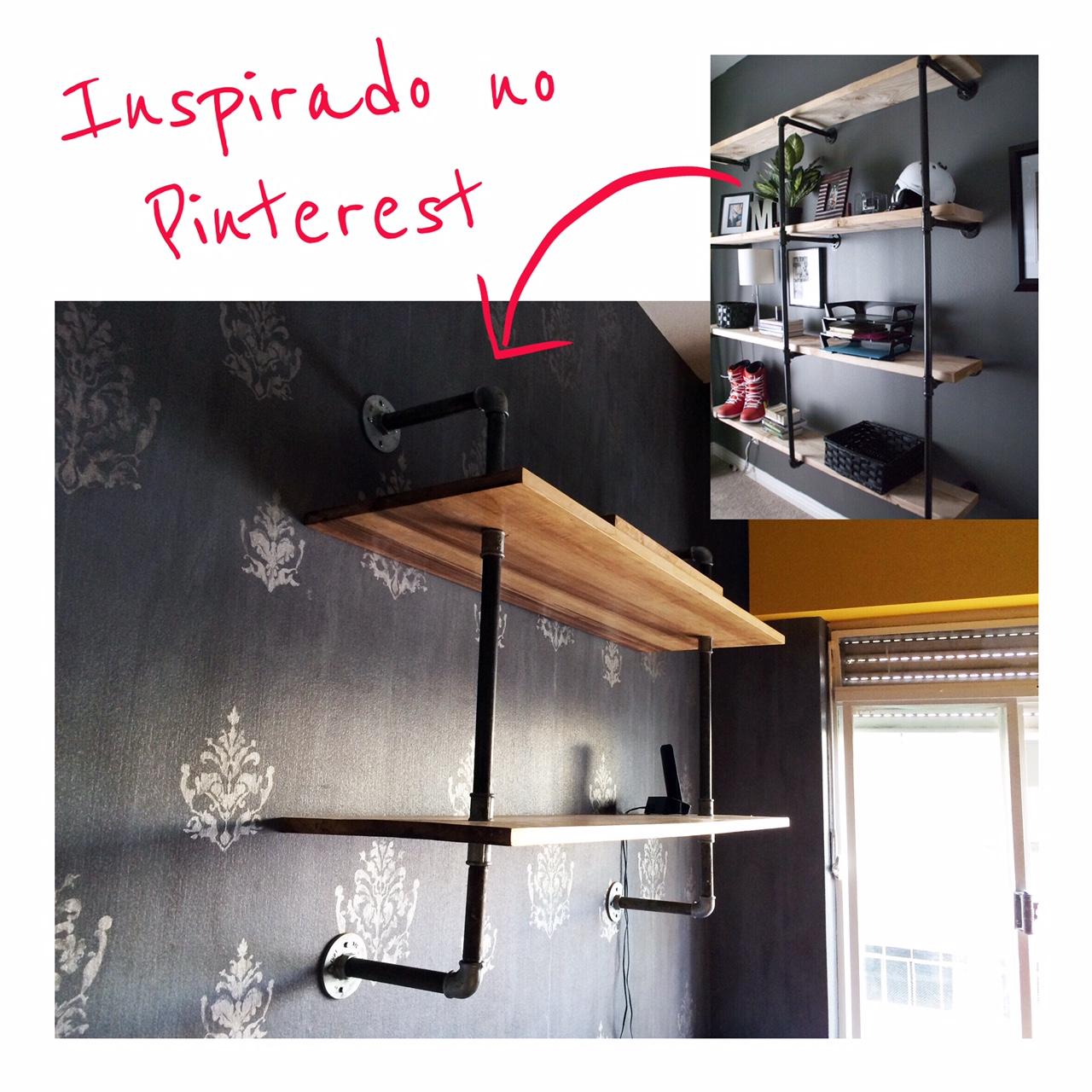 PRATELEIRA DE MADEIRA COM ESTRUTURA DE TUBO DE METAL.     Foto menor: Pinterest.     Foto Maior: Projeto Autoral para Home Office.