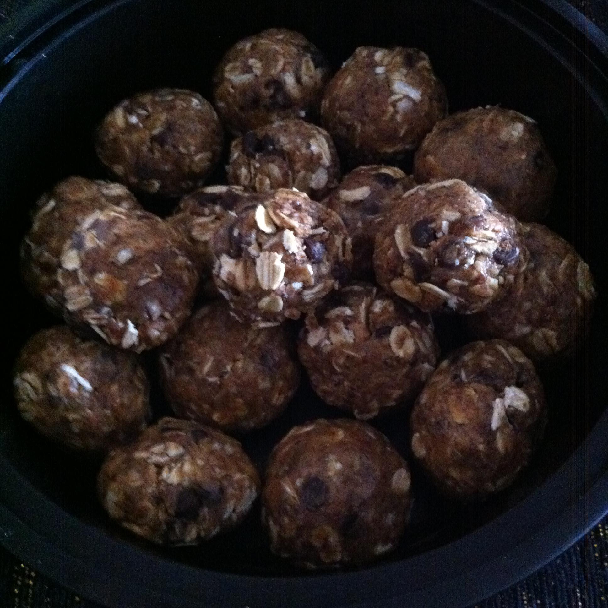 almond+%26+dark+chocolate+energy+balls+%281%29.jpg