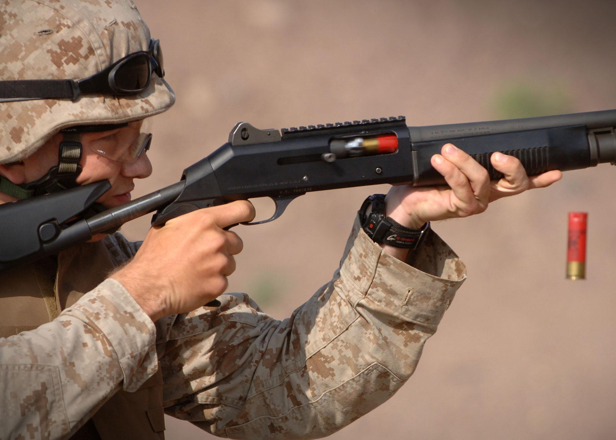 Shotgun_in_training_US_military.jpg