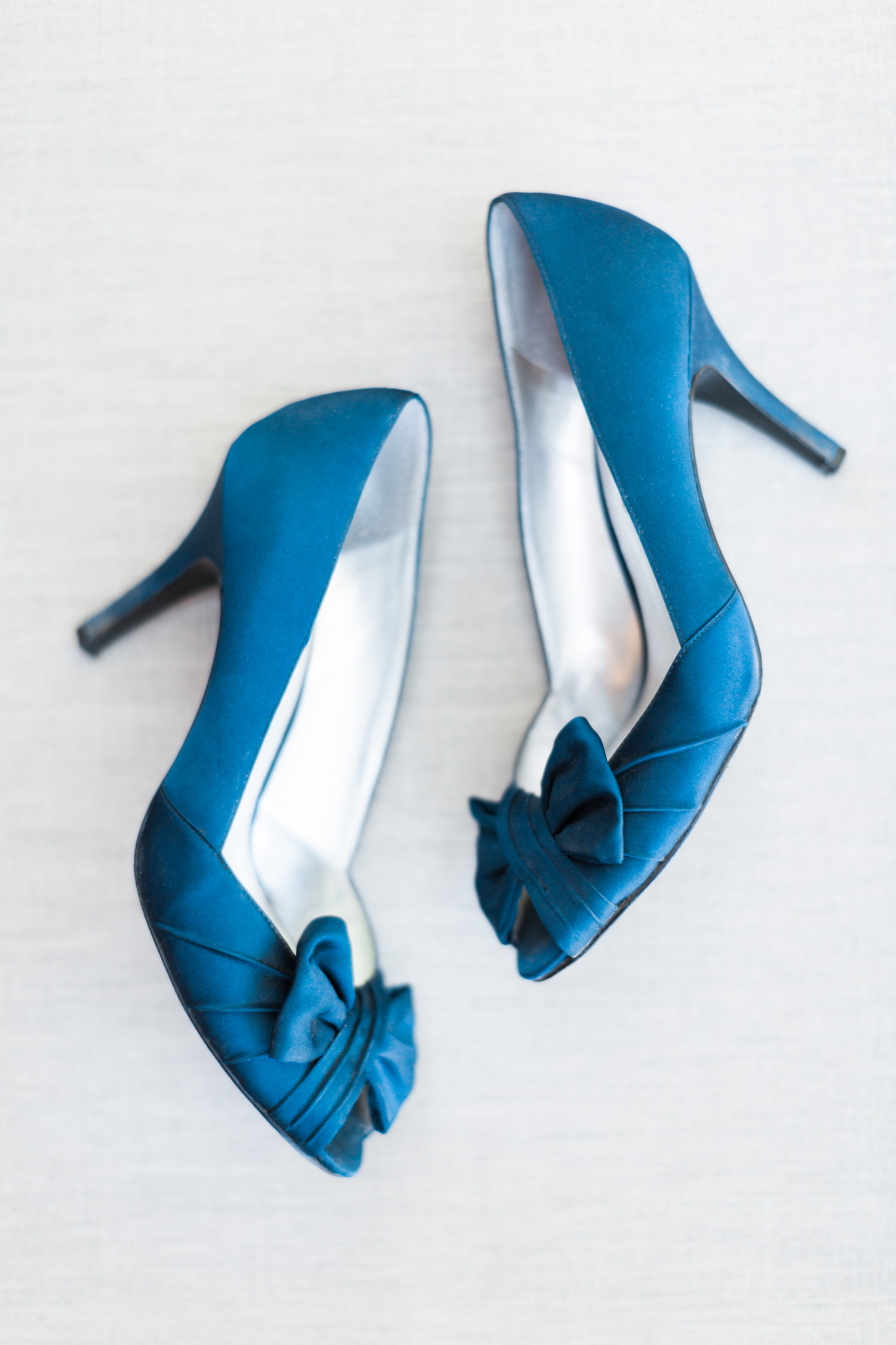 Classic and elegant navy blue wedding shoes with bows on top