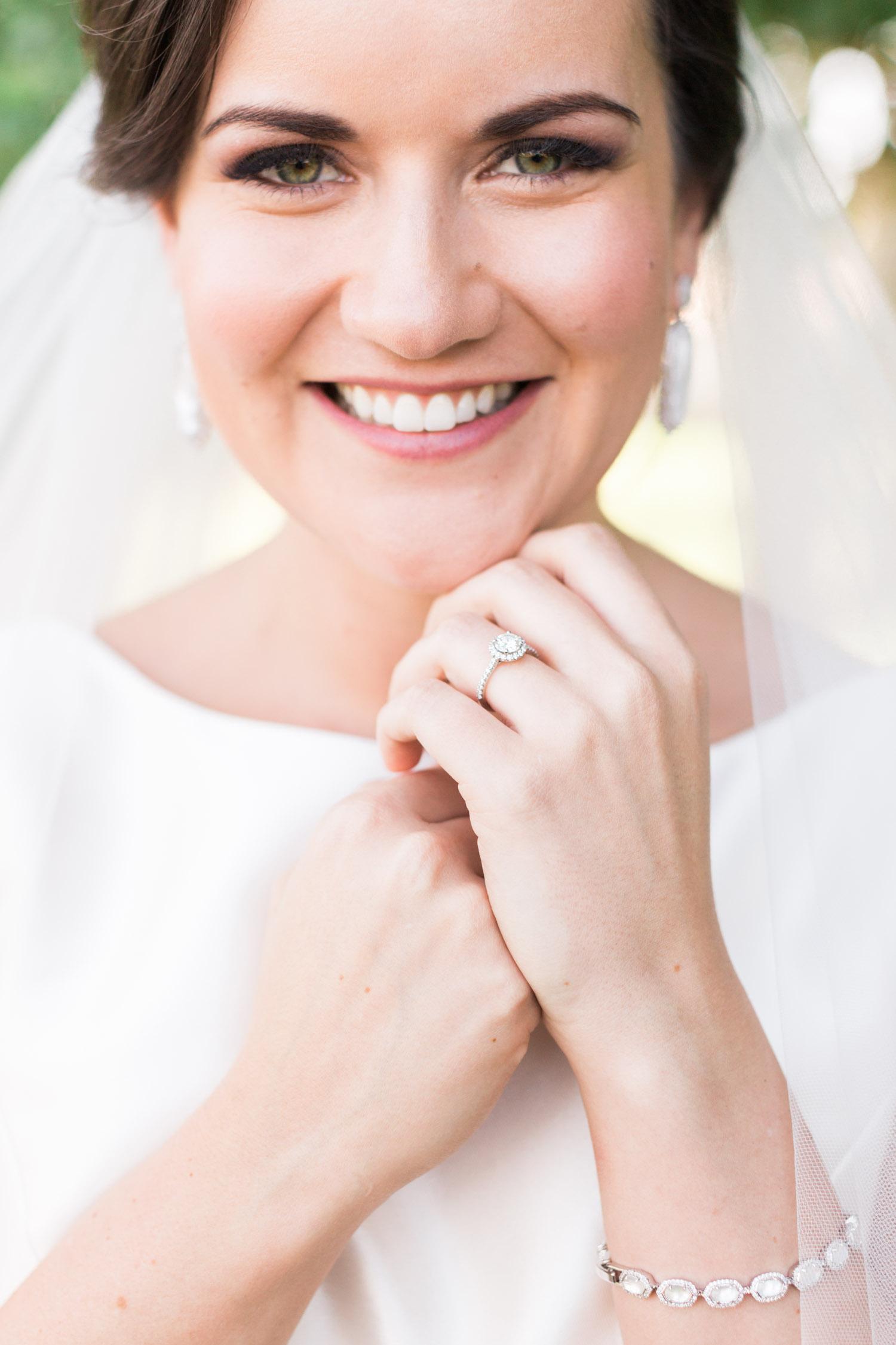 Gorogeous Bride with stunning halo engagement ring| Betsy & John Photography | Tucson Wedding Photographers