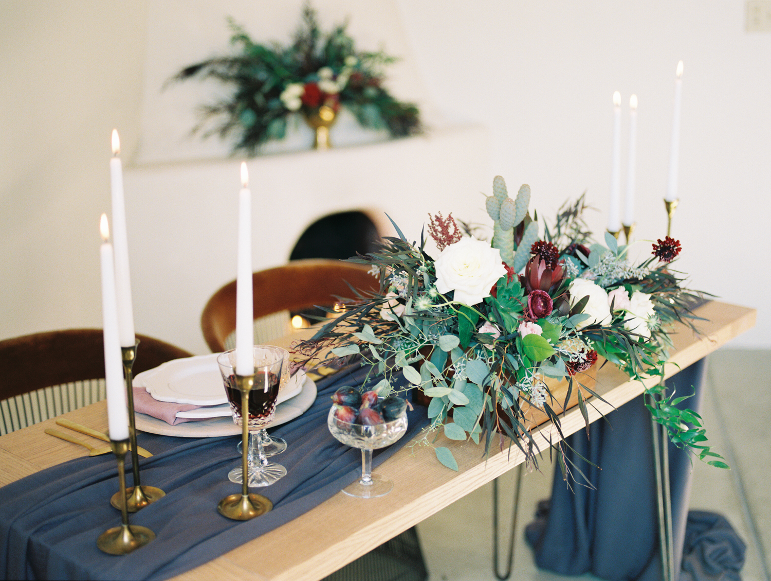 Stunning tablescape by Le Champagne Projects captured by Tucson film wedding photographers Betsy & John