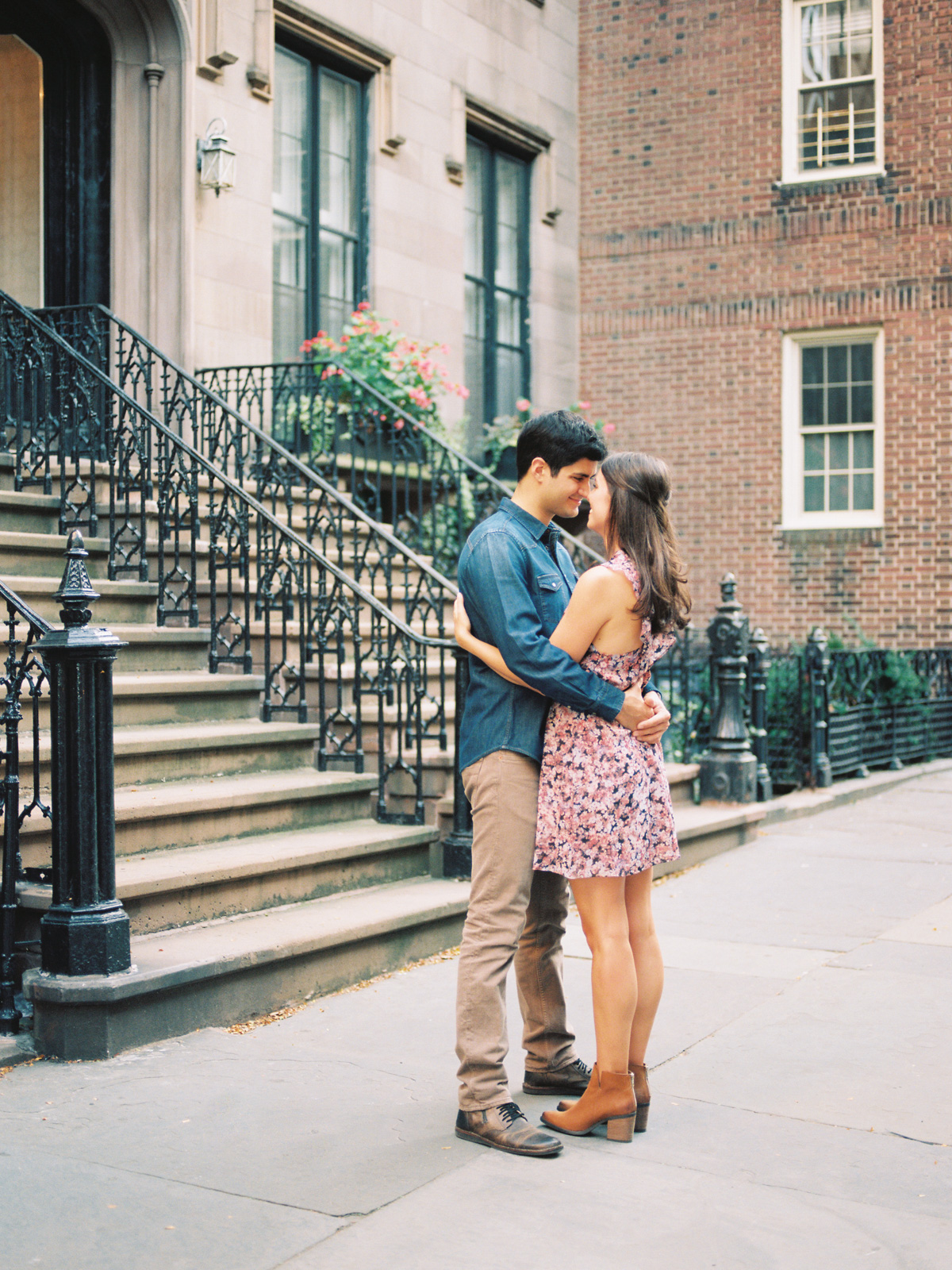 couple-hugging-brooklyn-heights.jpg