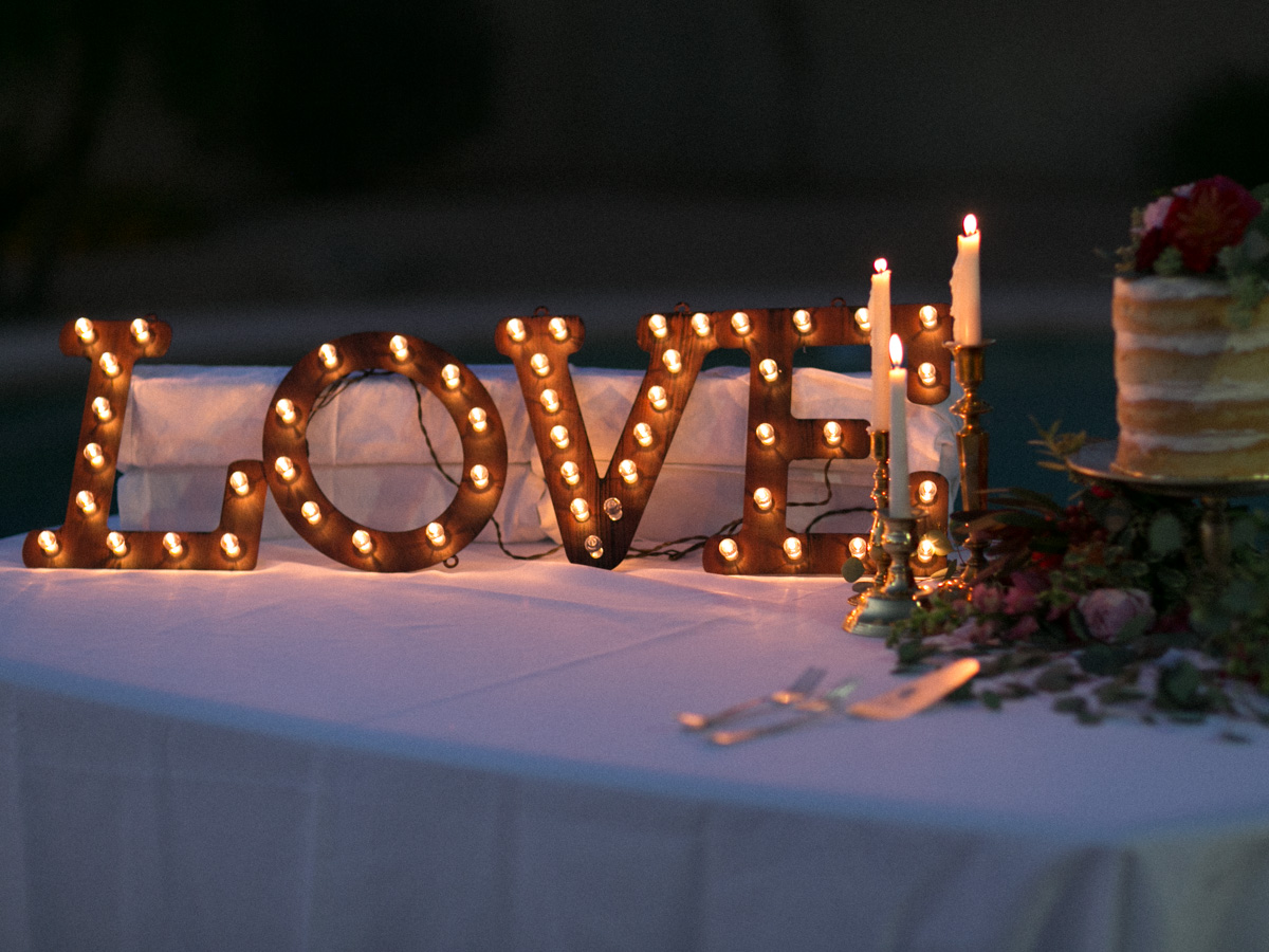 Love sign on the cake table