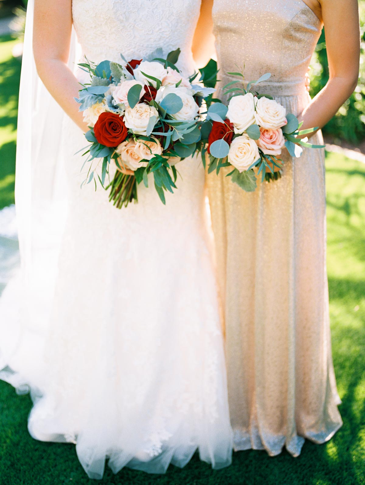 red-blush-white-greenery-bouquet.jpg