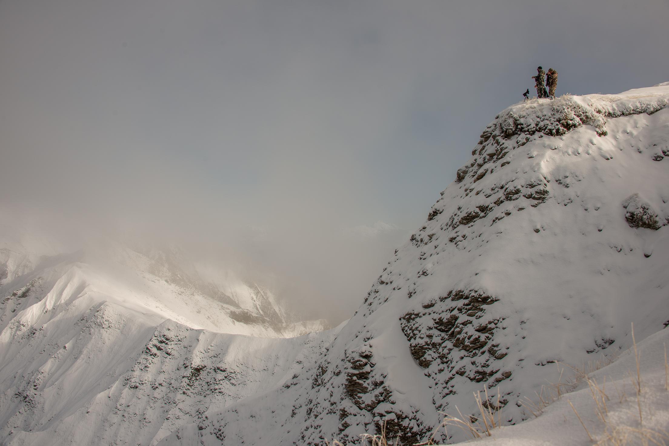 tahr hunters standing on ridge Image @ Sean Powell