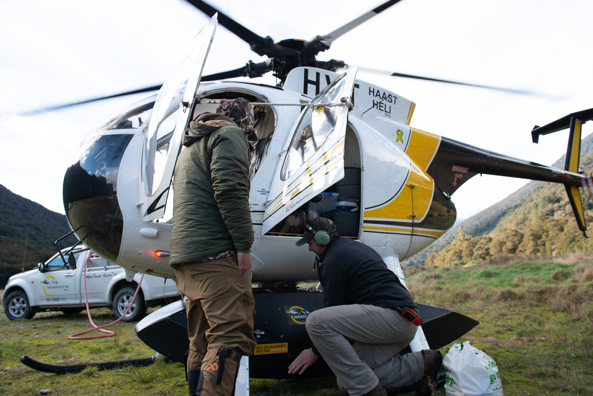 loading the helicopter in westland to hunt tahr Credit - Sean Powell
