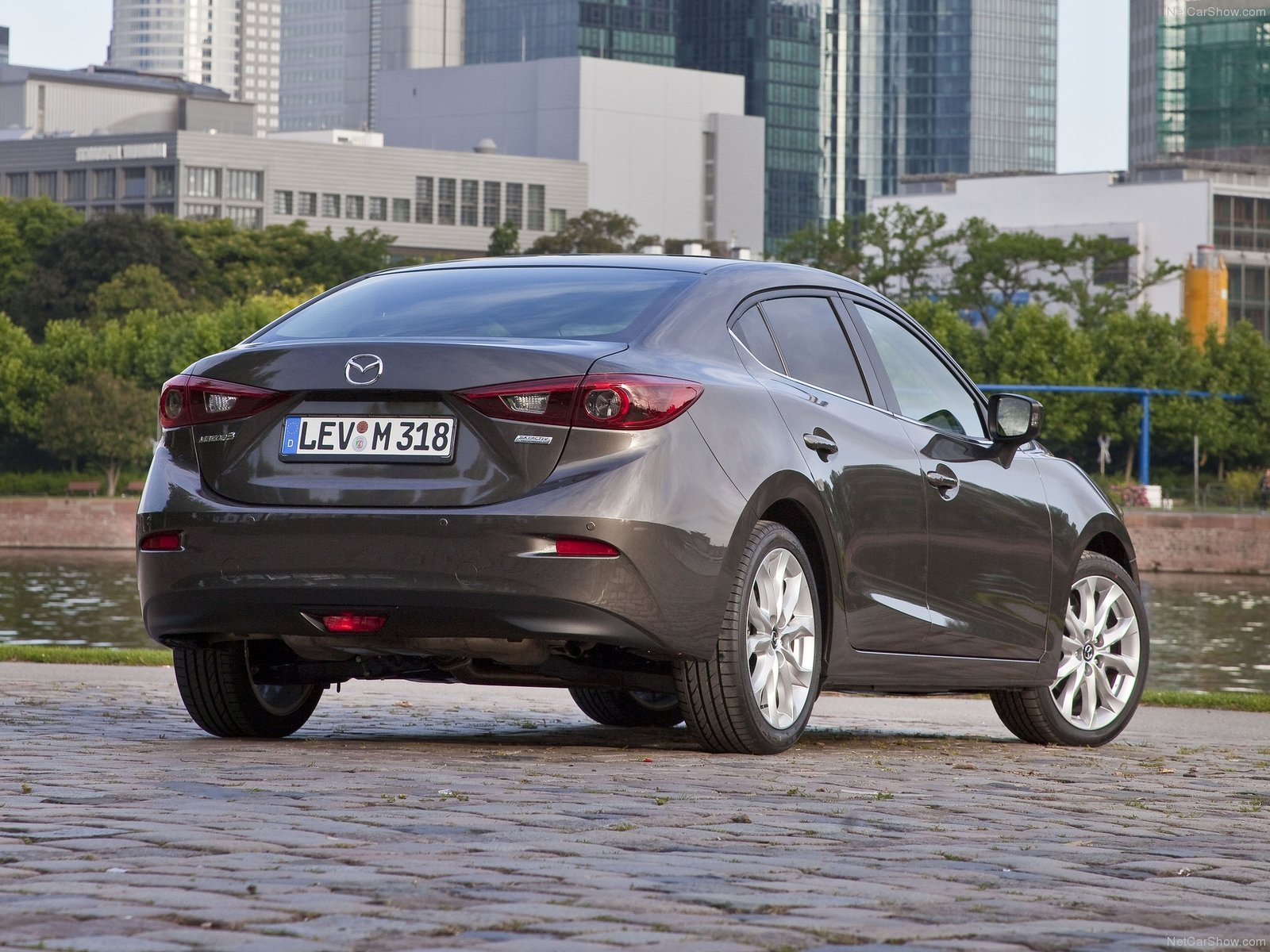 Mazda-3_Sedan_2014_1600x1200_wallpaper_21.jpg