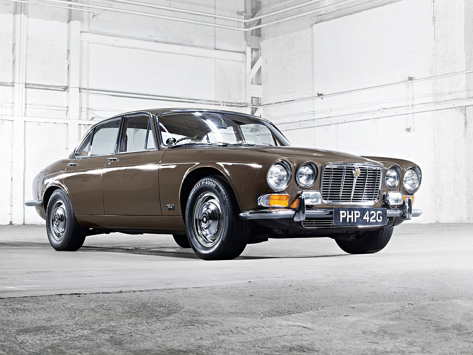 Jaguar-XJ6_1968_1600x1200_wallpaper_01.jpg