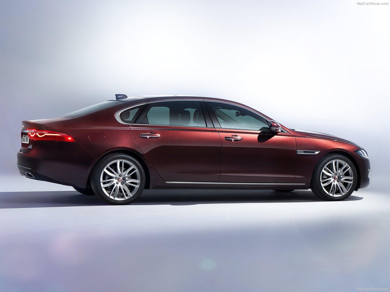 Jaguar-XFL-2017-1600-03.jpg