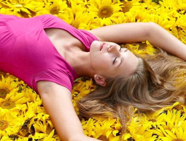 Woman_Laying_Daisies_Pleasure.jpg