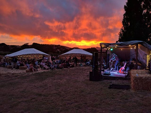 It doesn't get much better than this! Sounds of Summer @berrypatchtas 🍓🎶🍻👌 . . . . #getdownandyurty #sunset #doublerainbow #soundsofsummer2018