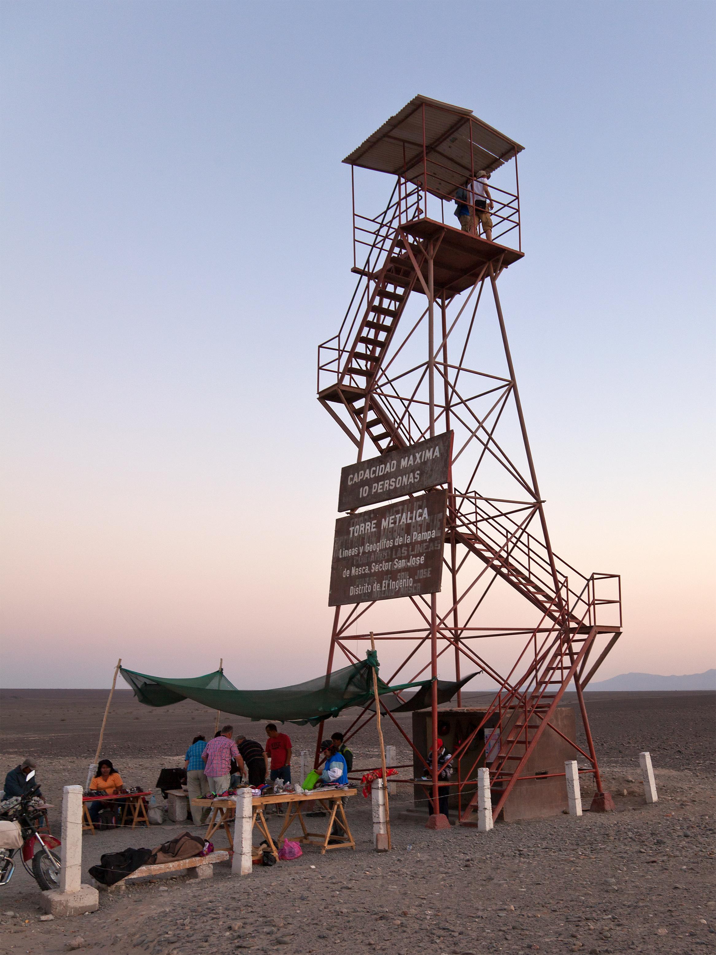 Nazca_Lines_Observation_Tower.jpg