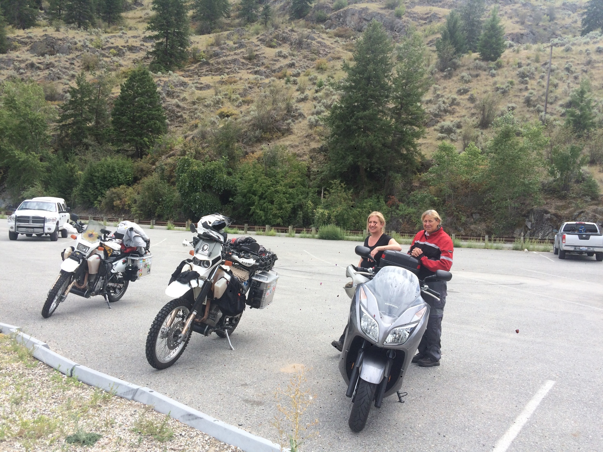 Leta kindly offered to show us a neat backroad, fun to ride as a group for a short while at least