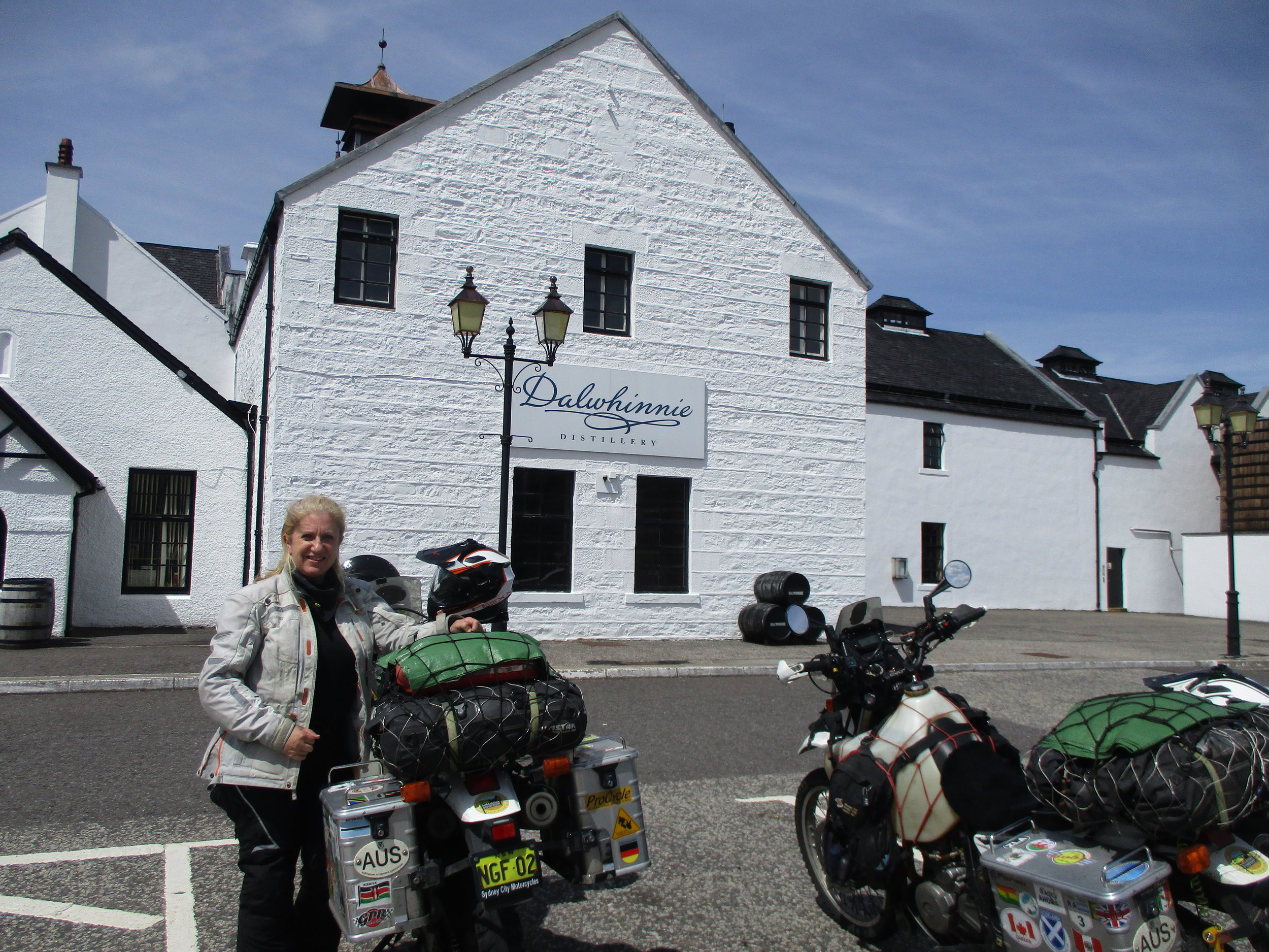 Ah, Dalwinne Whiskey distillery. We didn't do a tour - just window shopping :)