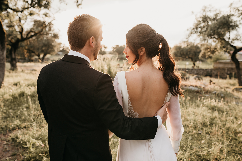 """- """"Las fotos y el fotógrafo son una de las cosas más importantes de la boda. Si sabéis de lo que os hablo, entenderéis lo importante que es decidir bien en este sentido. Y Gloria y su equipo fue la mejor decisión de nuestra boda. Podría exponer miles de maravillosas razones sobre por qué elegir a Gloria, pero es mejor que lo descubráis por vosotros mismos.""""— Alberto & Macarena"""