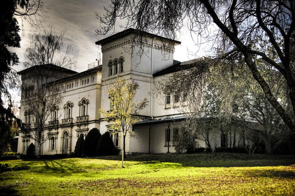 http://www.raineandhornebusinessbrokersvictoria.com.au/blog/halloween-2015-australias-top-haunted-properties