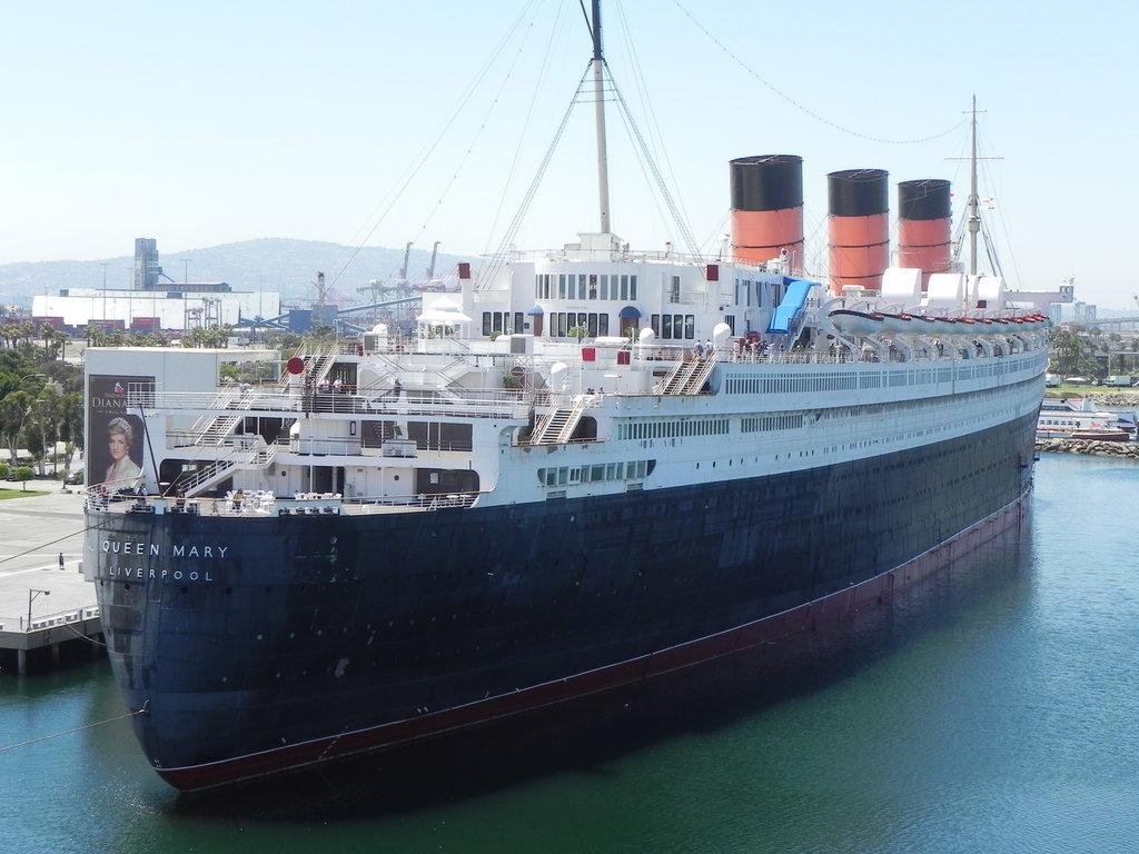 http://omega-steam.deviantart.com/art/The-Lovely-RMS-Queen-Mary-318991527