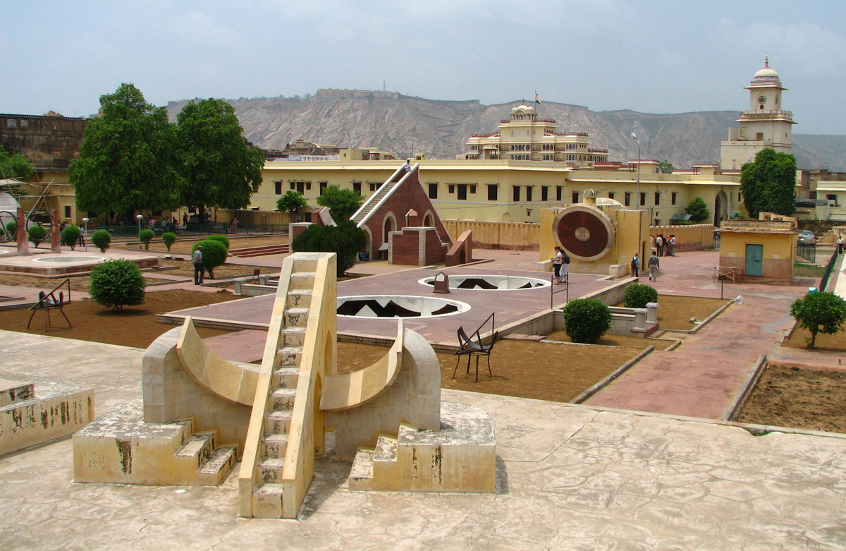 http://famouswonders.com/jantar-mantar-observatory/