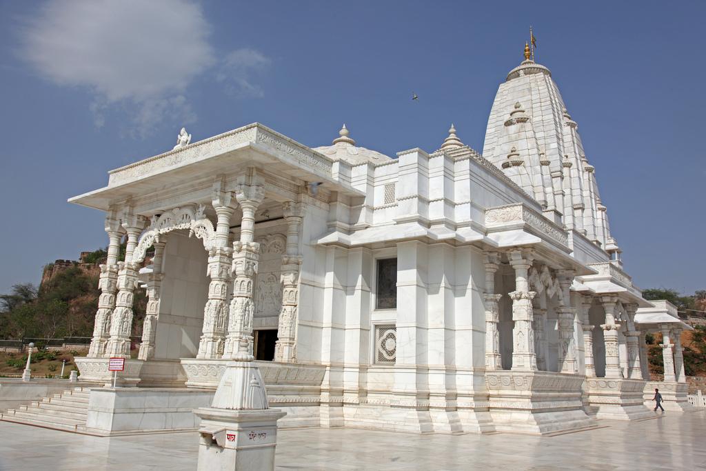 http://www.indialine.com/travel/rajasthan/jaipur/birla-temple.html