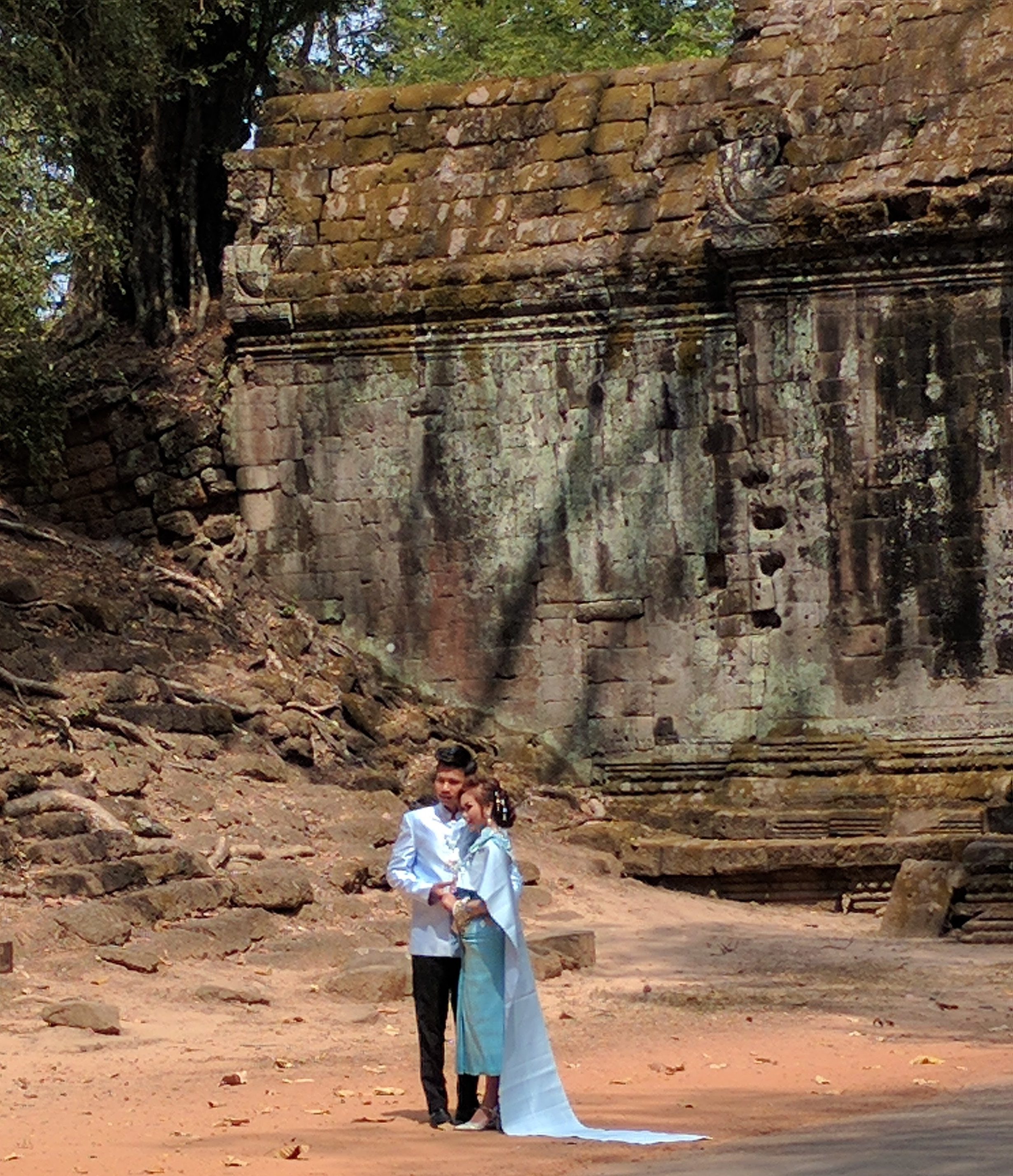 Any of the temples seemed to be a very popular place for wedding photos!