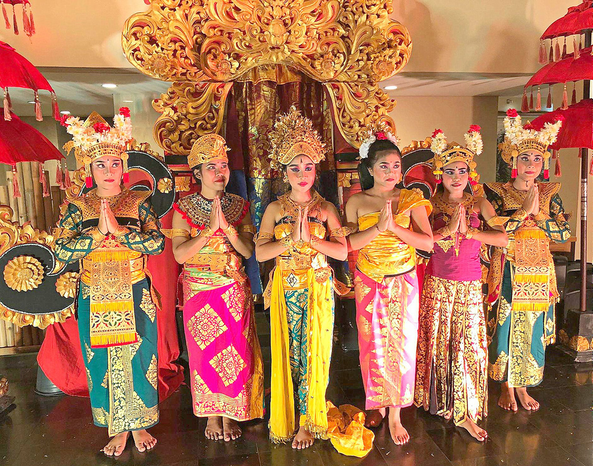 balinese-dance-traditional-clothing-ceremony-bali