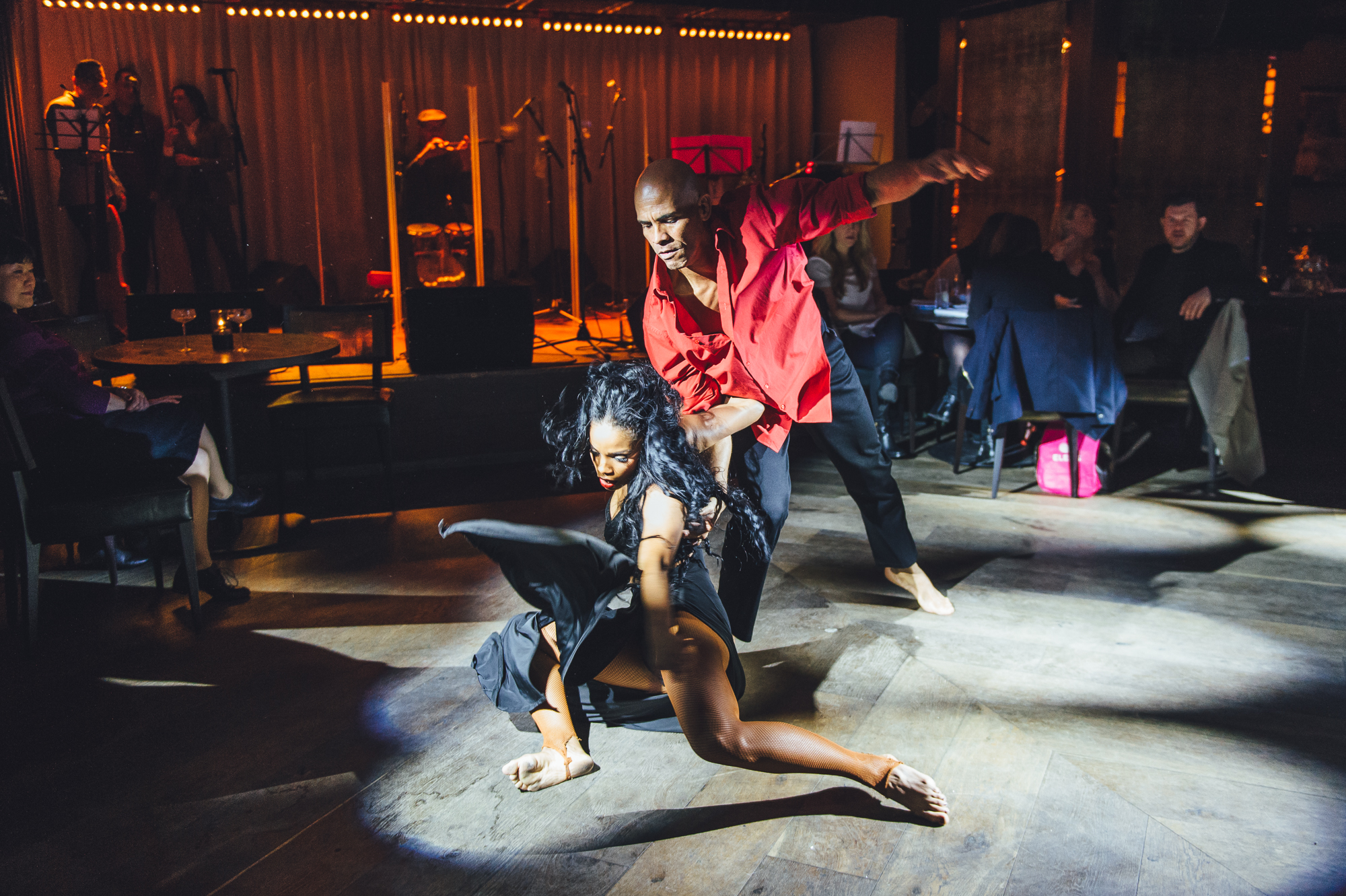 Dancers_Entertain_at_the_Latin_Fiesta_Launch_Party_at_100_Wardour_St[1].jpg