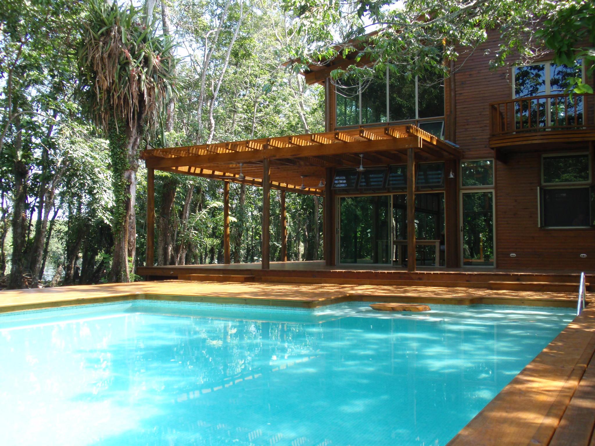 Vista desde piscina y deck