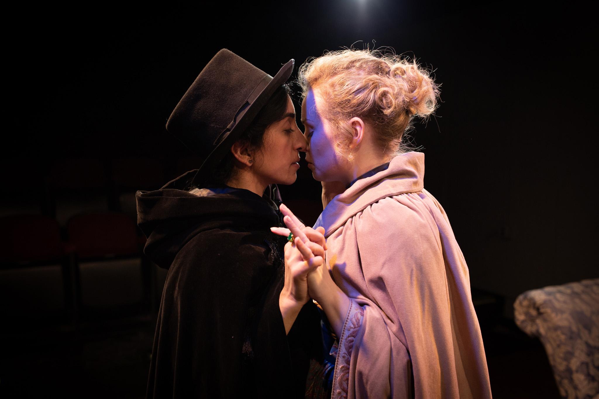 Anne Lister (Vahishta Vafadari), Marianne Lawton (Lauren Grace Thompson)