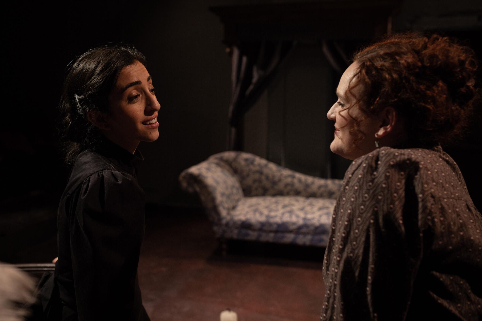Anne Lister (Vahishta Vafadari), Tib Norcliff (Eleanor Katz)