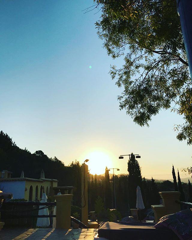 Sunrise & Gratitude #Ibiza #FeelGoodFriday All the Way ! ❤️ #Ibiza #sunrise #gratitude #mornings #sunshine #VitaminD