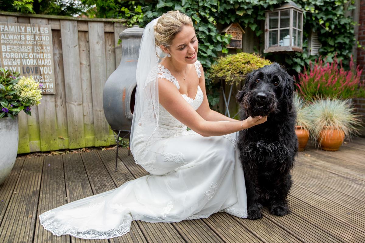 bruid en hond