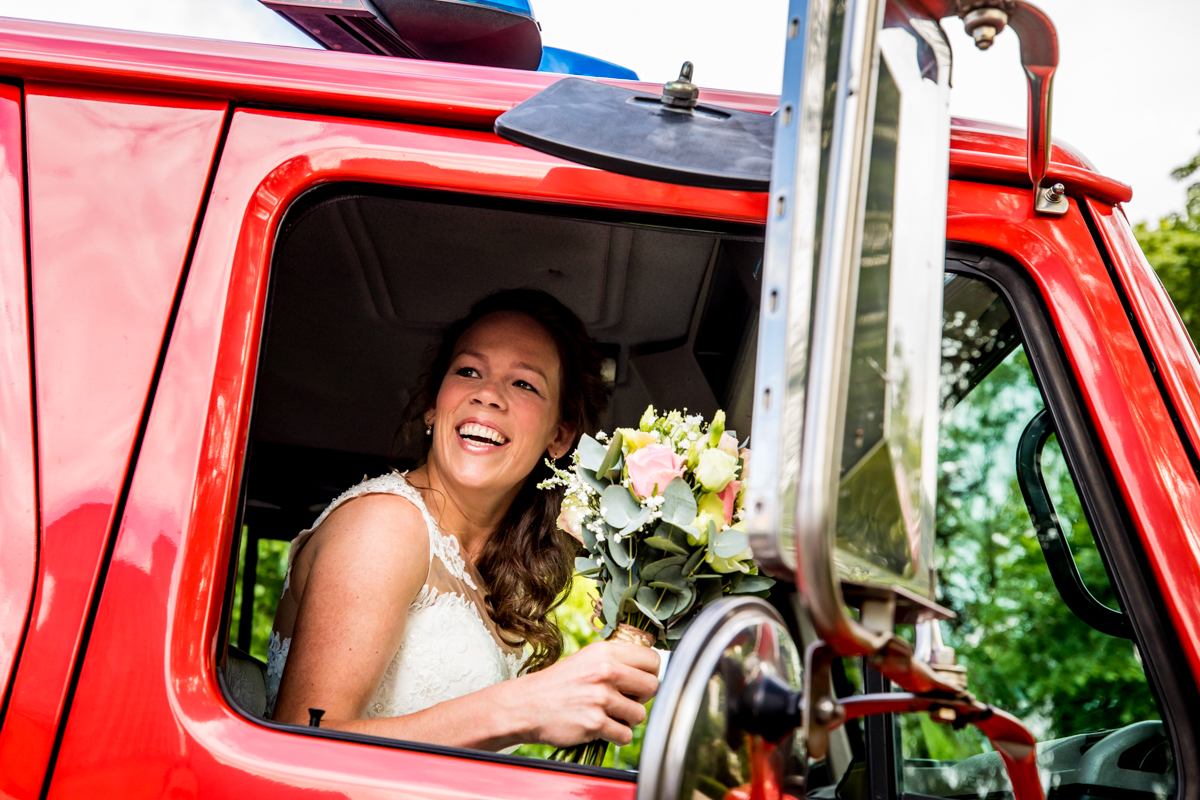 trouwen brandweerauto