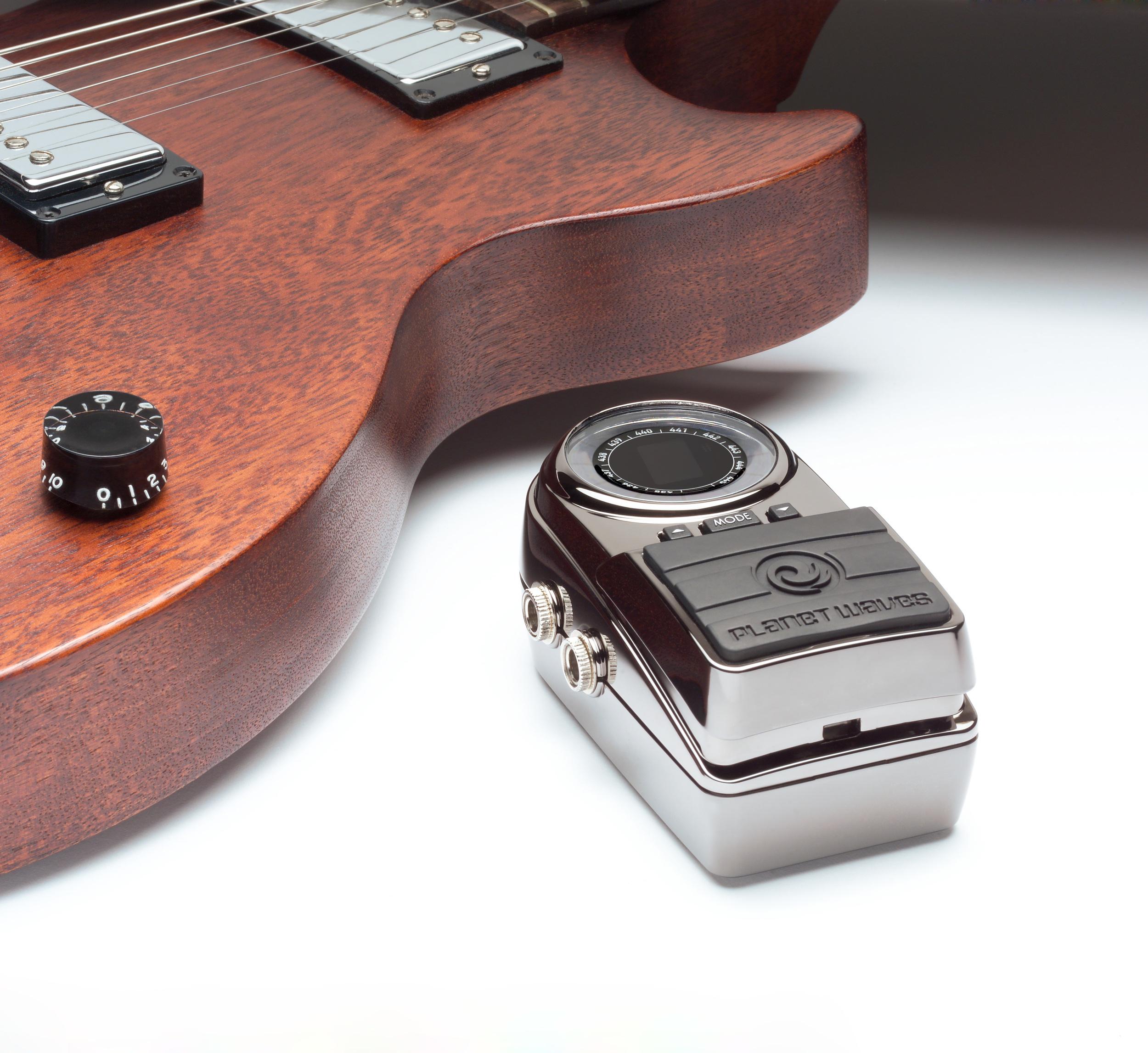P_G02wondershot-w_guitar.jpg