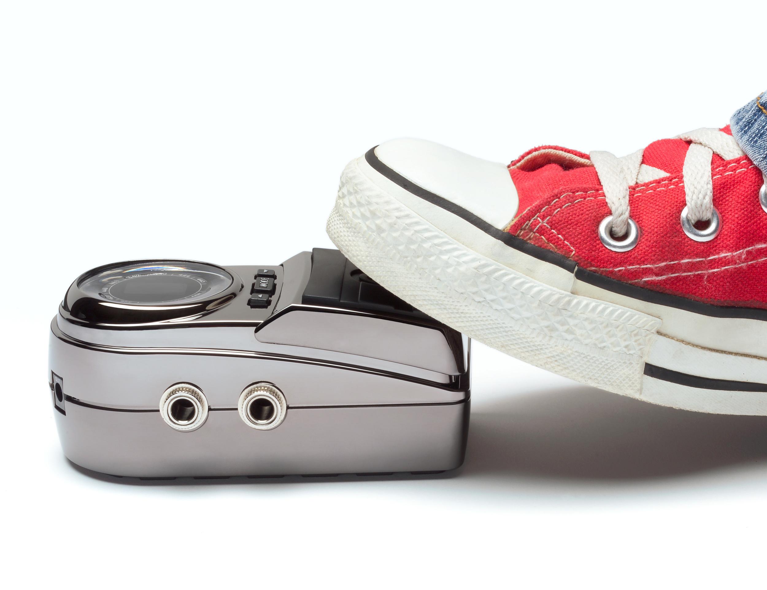 P_SF02_stomp_sv_w-shoe-red.jpg