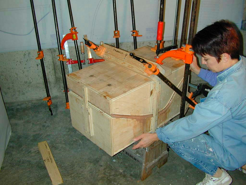 5. Clamping the mold to set the form of the plywood