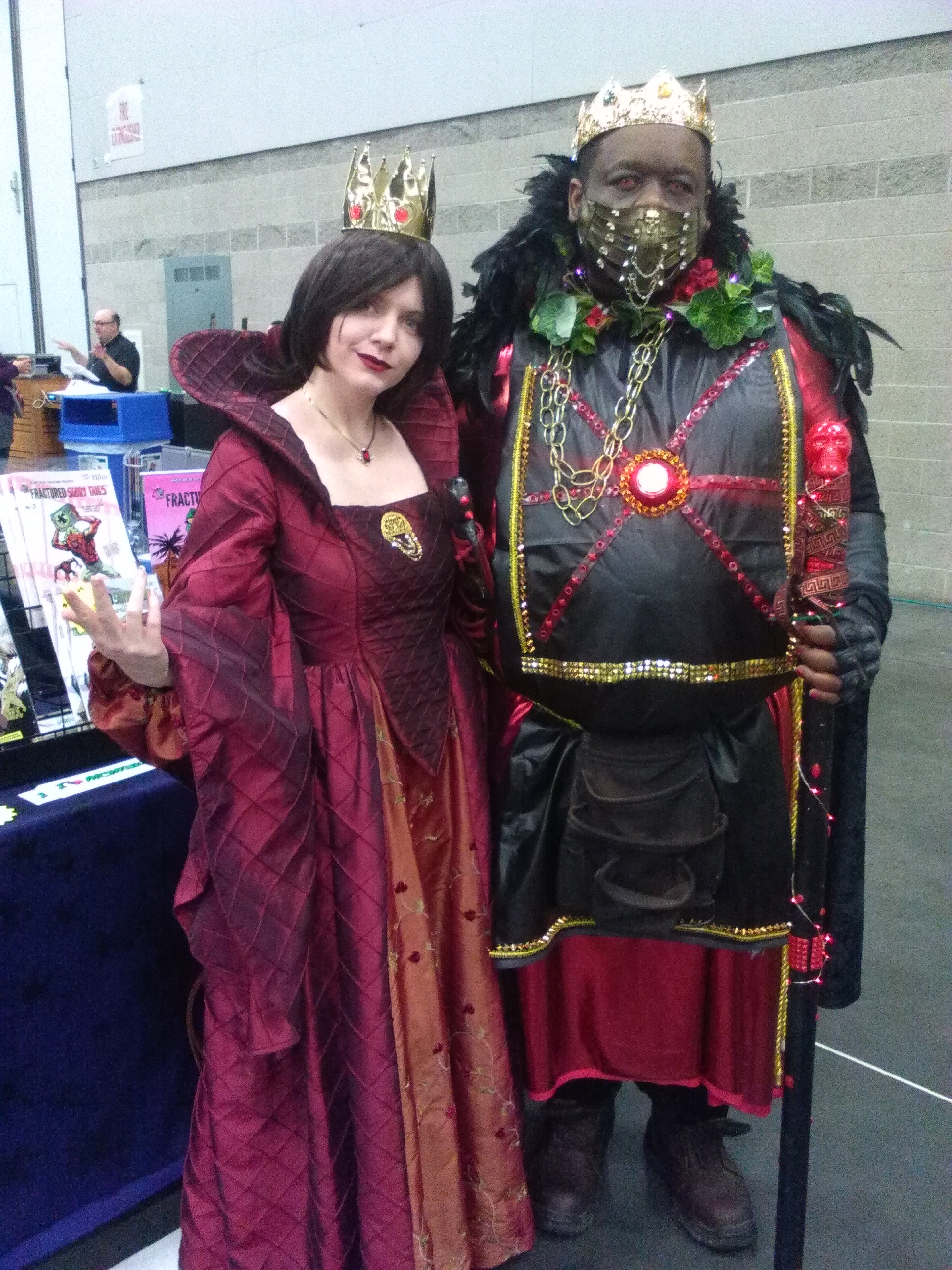 A Midieval Red Queen and King at Wizard World Convention